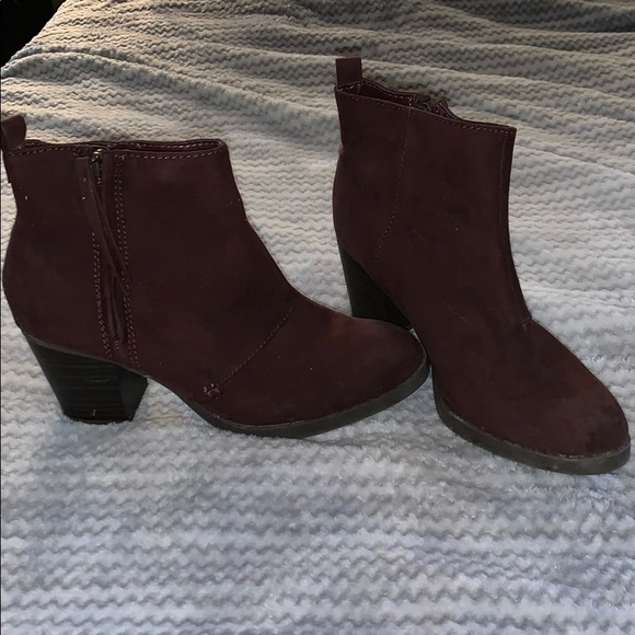 Old Navy Shoes - Maroon Booties size 6